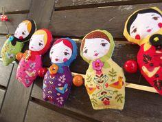 """Guirlande folk bohème """"Les poupées russes"""" colorées en tissu et perles *Livraison gratuite* : Décorations murales par floriane-s"""