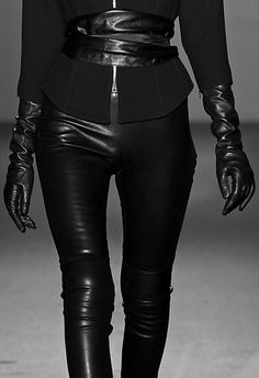 b34b1c6b84499 all black fashion details    Andrew Gn Fall 2011 Women Clothing Source    Leather leggings