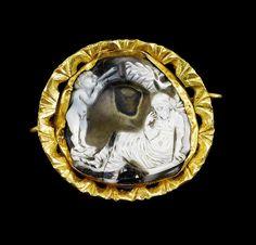 A Roman gold mounted agate cameo. Circa 3rd Century A.D.