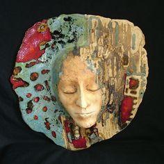 MASKA URIZZ ZAZUU . CERAMIKA Unikatowa maska ceramiczna wykonana z gliny z dodatkiem szamotu,szkliwiona i wypalana w temperaturze 1200 stopni.