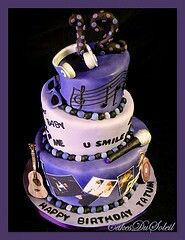 Love this Cake.. Besides the fact that its Justin Bieber