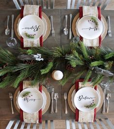 50 Trendy and Beautiful DIY Christmas Lights Decoration Ideas - The Trending House Christmas Dining Table, Christmas Table Settings, Christmas Tablescapes, Christmas Plates, Farmhouse Christmas Decor, Christmas Table Decorations, Decoration Table, Christmas Holidays, Christmas Wreaths