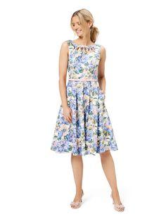 Review Dresses, Dresses For Sale, Girls Dresses, Flower Girl Dresses, Summer Dresses, Floral Dresses, Floral Fashion, Fashion Dresses, Different Dress Styles