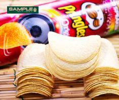 Ja da haben wir euch überrascht, oder? 🥳🤩😎 Pringles gibt es nicht nur in der bekannten Dose sondern auch im kleinen praktischen Airpack für unterwegs, den kleinen Hunger, oder irgendwo mal zwischendurch, ihr entscheidet! Gibt es in Automaten, in ausgewählten Großhandel, an zahlreichen Bars und Hotels. Also Pringles jederzeit, finden wir gut, ihr auch? 📦🛒📦🛒 #snack #onthego #unterwegs #chips #party #pringels #produkttest #produkttester #sampling #gewinnspiele #sampleplus Pringles Original, Dose, Hotels, The Originals, Party, Vending Machines, Parties