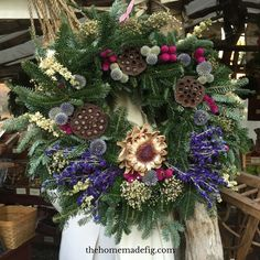 Colonial Williamsburg Christmas wreath #wreaths thehomemadefig.com