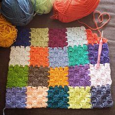 Angie 🌷 Le Monde De Sucrette On Instagr - Diy Crafts Granny Square Crochet Pattern, Crochet Stitches Patterns, Crochet Squares, Crochet Patterns Amigurumi, Crochet Motif, Diy Crafts Crochet, Crochet Projects, Patchwork Blanket, Baby Blanket Crochet