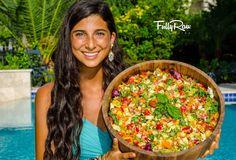 Mediterranean Salad (romaine, tomates cerises, concombres, chou-fleur, poivrons, oignons rouge, jus de citron, houmous)