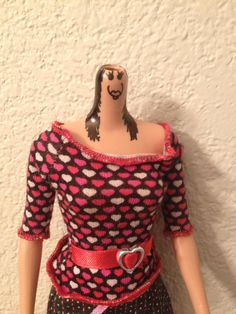 My daughter fixed her cousin's barbie after the head popped off and would not reattach. Really Funny Memes, Stupid Funny Memes, Funny Relatable Memes, Haha Funny, Hilarious, Weird Pictures, Reaction Pictures, Stuff And Thangs, Cursed Images