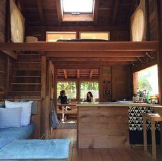 Loft house on Kauai.such green jello Tyni House, Tiny House Loft, Modern Tiny House, Tiny House Living, Tiny House Design, Small House Plans, Tiny House Movement, Cabin Homes, Little Houses