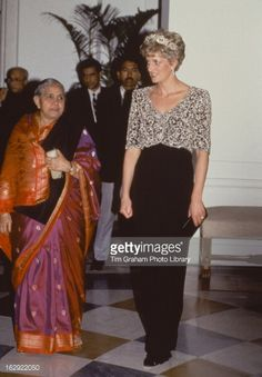 February 10, 1992: Princess Diana attending a banquet given by the President of India, Ramaswamy Venkataraman