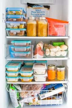 Plastic-Free Freezer Storage Ideas Sharing my favorite ways to avoid plastic in the freezer! With a few helpful products and strategies, you can drastically reduce your dependency on single-use products. Freezer Storage, Food Storage, Storage Ideas, Organization Ideas, Freezer Organization, Refrigerator Pickles, Refrigerator Organization, Household Organization, Kitchen Organization