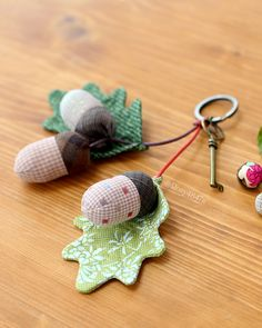Diy Arts And Crafts, Acorn, Pin Cushions, Crochet Earrings, Christmas Ornaments, Sewing, Key Chain, Holiday Decor, Fabric