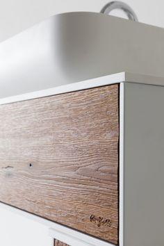 Mobile da bagno moderno in rovere termotrattato. Modern bathroom furniture - Heat treated oak. By #dezotti #dezottidesign
