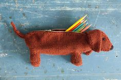 New pencil case for school? Take this pal with you! Make it in some DROPS Lima, Cotton Light or Merino Extra Fine! Ravelry: Daisy Dachshund by Mel Clark Knitting For Kids, Knitting Yarn, Knitting Projects, Crochet Projects, Knitting Patterns, Crochet Patterns, Crochet Animals, Crochet Toys, Free Crochet
