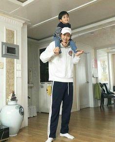 Wei (Lee Jinhyuk) x Wooshin (Kim Wooseok) + Lee Jinwoo Cerita keseh… Story Boyfriend Photos, Boys Wallpaper, Produce 101, Twin Babies, Kpop Boy, Suho, Boyfriend Material, Boy Groups, Normcore