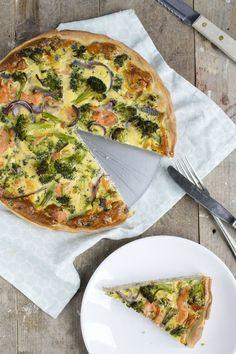 Het is echt alweer te lang geleden dat ik een recept voor een hartige taart of quiche heb gedeeld. Vandaag een lekkertje met vis, een quiche van broccoli met zalm. Deze quiche is geinspireerd op een andere topper die al een lange tijd op Brenda Kookt te vinden is. De hartige taart met broccoli en... LEES MEER...