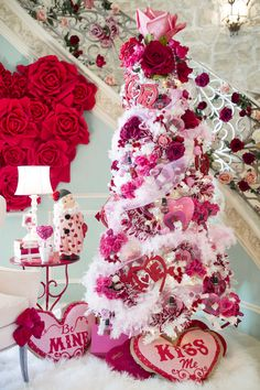 Valentine's Day is adorned with numerous craft specialties. Handmade crafts infuse Valentine's Day with a special color. Numerous easy-to-make craft … Valentine Tree, Valentine Day Love, Valentine Day Crafts, Vintage Valentines, Valentine Ideas, Happy Valentines Day Funny, Valentines Hearts, Printable Valentine, Homemade Valentines