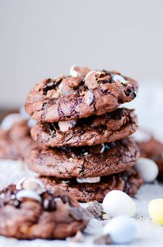 Fudgy Brownie Easter Egg Cookies Recipe - Something Swanky Mini Eggs Cookies, Easter Cookies, Brownie Cookies, Chocolate Cookies, Weight Watcher Cookies, Fudgy Brownies, Easter Chocolate, Easter Recipes, Easter Ideas