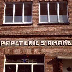 Verliefd op deze letters. Kijk naar de A, E, D en het puntje op de I. Gebouwd door architect Snoeck. (202/365) #sintamandsberg #gent  Totall...