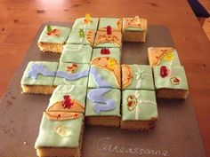 The tile-laying classic of Carcassonne has some very devoted fans, and some of them have taken the devotion to amazing culinary levels. Here are 10 examples of their cake genius: This cake — fairly effectively — takes a close-up view of the Carcassonne board. This cake posted at SweetsFromScratch.com focusses more on the landscape than [&hellip