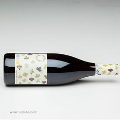 Descubre nuestro #vino 'Sol de Otoño'. Este vino joven de #Rioja ha sido elaborado por personas con #discapacidad intelectual a partir de uvas propiedad de Bodegas Dunviro. Este vino nace producto del mimo y trabajo de las personas que recogieron la uva. La #etiqueta ha sido diseñada a partir de un dibujo elaborado por personas con discapacidad intelectual. Nuestro estuche contiene 3 botellas de vino joven de Rioja.  https://www.unnido.com/-vino-joven-rioja-sol-de-otono.html