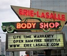 West Town - Chicago - moved from River North (Erie/LaSalle) to N Milwaukee Ave & W Huron St Cool Neon Signs, Vintage Neon Signs, Vintage Ads, Paris Las Vegas, Las Vegas Hotels, The Body Shop, Sephora, Neon Gas, Neon Museum