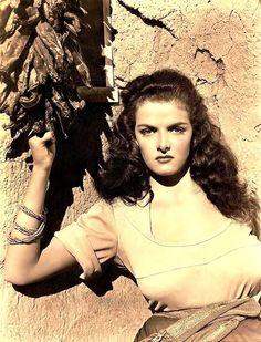 """Jane Russell fotografiada por George Hurrell para """"El Forajido"""" (The Outlaw)…"""