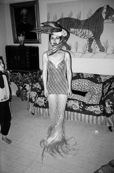 Friday style inspiration from the effortlessly cool Isabella Blow!  We love this! Photo: Snowdon/Trunk Archive