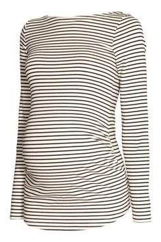 Long-sleeved top in striped jersey with a wide neckline and gathers in the sides for best fit.