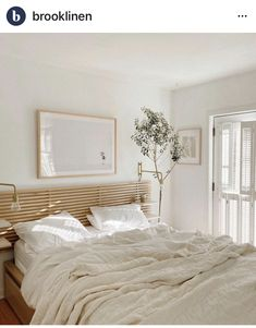 Linen Bed Sheets, White Bed Sheets, Linen Bedding, Scandinavian Interior Bedroom, Scandinavian Bed Sheets, Messy Bed, Bed Styling, Home Bedroom, Beach Cottages