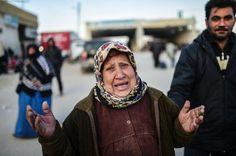 Flucht aus Syrien: Zehntausende harren an türkischer Grenze aus - SPIEGEL ONLINE - Politik