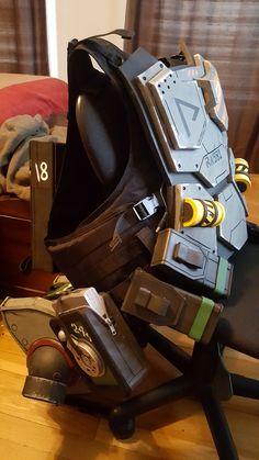 Titanfall 2 Vanguard Pilot Helmet | Helmet design, Helmet ...
