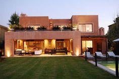 EXTERIORES: Casas de estilo Moderno por JUNOR ARQUITECTOS