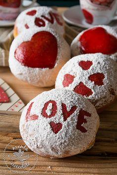 Menta e Cioccolato: Brioches di S.Valentino con il cuore! Love, Love, tantissimo Love!!