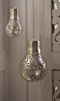 Cover a light bulb with a doily and spray paint it. The light will shine the pattern onto the walls. #DYI Wedding
