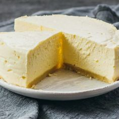 A low carb and keto cheesecake recipe that's very easy to make using an instant pot. This cheesecake is a delicious way to hit your keto macros, with only net carbs and a whopping of fat per slice. How To Make Cheesecake, Best Cheesecake, Low Carb Cheesecake, Cheesecake Recipes, Dessert Recipes, Cheesecake Cookies, Keto Foods, Keto Snacks, Almond Flour Cookies