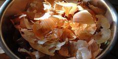 de schil van de ui vol zit met antioxidanten, zelfs meer dan in de ui zelf en het verbetert aanzienlijk de algehele gezondheid. De bruine buitenlaag is een rijke bron van anti-oxidanten, voedingsvezels en flavonoïden die een gezonde huid bevorderen.