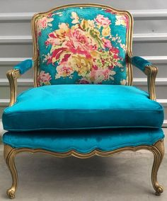 Turquoise French Fauteuil Bergere Chair - French antiques models and images Funky Furniture, Upcycled Furniture, Furniture Makeover, Furniture Design, Antique Furniture, Chalk Paint Furniture, Furniture Plans, Bergere Chair, Wood Joinery