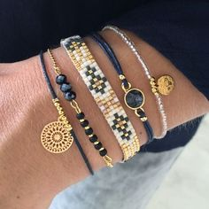 Winter Bracelet Set with gold & dark blue - © Cute Jewelry, Jewelry Crafts, Beaded Jewelry, Handmade Jewelry, Handmade Bracelets, Bead Loom Bracelets, Bracelet Set, Jewelry Bracelets, Stacking Bracelets
