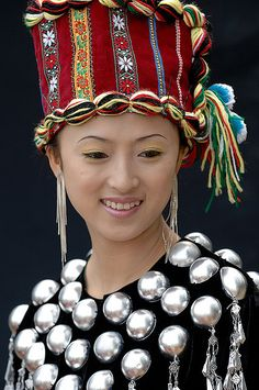 China | Portrait of a Dia woman from Xishuangbanna, Yunnan Province | © EAJ via flickr