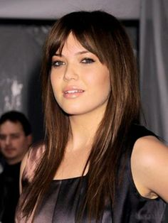 hair style for long hair... Really wish I could pull off bangs. May try it on my next do.