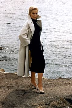 Sophisticated and sexy!  Kim Novak in Vertigo (1958) Women's vintage fashion clothing photography image poto