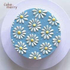 Beautiful Floral Buttercream Work for Summer - LOVE this beautiful floral piece from what a perfect piece for the beginning of thi - Cake Decorating Piping, Cake Decorating Videos, Cake Decorating Techniques, Cookie Decorating, Birthday Cake Decorating, Daisy Cakes, Flower Cakes, Cake Icing, Buttercream Flower Cake