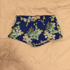 Floral Hollister shorts Floral shorts from Hollister. One small pink stain on the left back of them, but they're in great lightly worn condition other than this Hollister Shorts