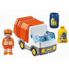 Playmobil 123 range is a great range to build a first play set. The range includes every day items very young children relate to. Accessories: 1 recycling truck, 1 yellow bag, 1 blue bin Dimensions (LxWxH) cm: 14 x 7 x 7 AGE: 1 year + Playmobil France, Green Recycling, Rubbish Truck, Toys For 1 Year Old, Green Toys, Toy 2, T Play, Train Tracks, Classic Toys