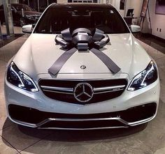 I am in love with Mercedes Benz automobiles. Ever since I used to be little I all the time had an eye fixed for Mercedes, I believe they're so luxurious. I am hoping sooner or later I can reward myself with a automobile like this. Bmw, Audi, Fancy Cars, Cool Cars, Dream Cars, Lamborghini, Carl Benz, Mercedes Benz G, Mercedes Wheels