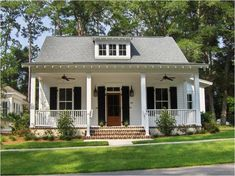90 Modern White Cottage Exterior Style 18 - Home Southern Cottage, White Cottage, Coastal Cottage, Cottage Homes, Cottage Style, Cottage Design, Cozy Cottage, Building A Porch, Cottage Exterior