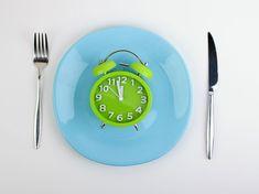 Beim Intervall-Fasten verzichten wir stundenweise aufs Essen. Das reduziert Übergewicht und tut dem Körper gut.