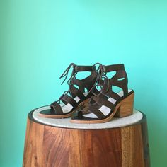May the week be stacked in your favor. #stackedheels #tuesdayshoesday