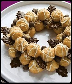 18 Christmas Wreath-Themed Treats for Seasonal Sweetness These amazing Christmas-themed foods are all shaped like Christmas wreaths and are sure to leave you feeling in a festive mood. Some of them look almost too good to eat though! Christmas Buffet, Christmas Party Food, Xmas Food, Christmas Sweets, Christmas Cooking, Christmas Wreaths, Christmas Cakes, Christmas Foods, Holiday Cakes